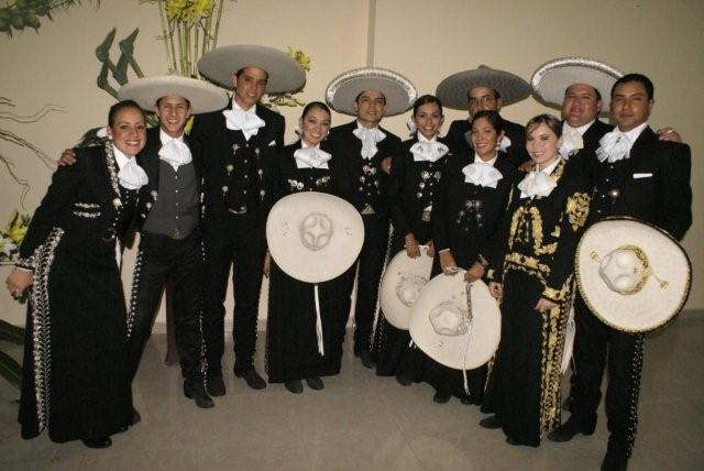 mariachis-in-black
