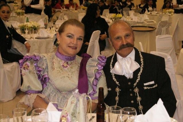 mariachis-white-tie