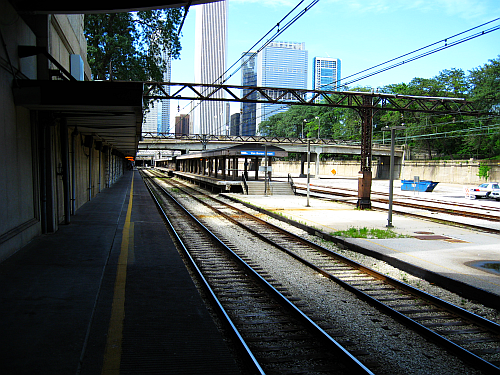 Van Buren Street Station-four tracks two platforms northbound